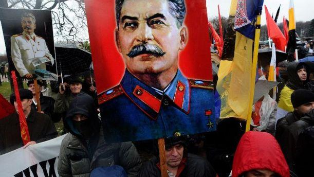 Miles de ultranacionalistas se manifiestan en Moscú contra la presencia de inmigrantes