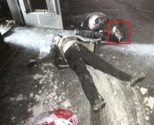 En esta foto vemos claramente las huellas que dejaron arrastrando los cuerpos por el suelo.