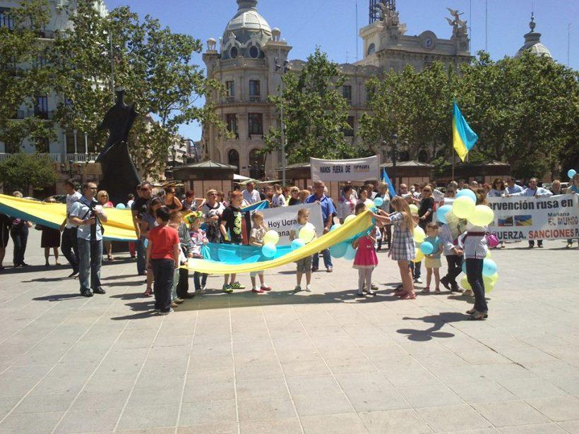 manifestación en Valencia por la unidad territorial de Ucrania