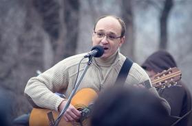 Pavlo Khazan participando en Maidan de Dniepropetrovsk