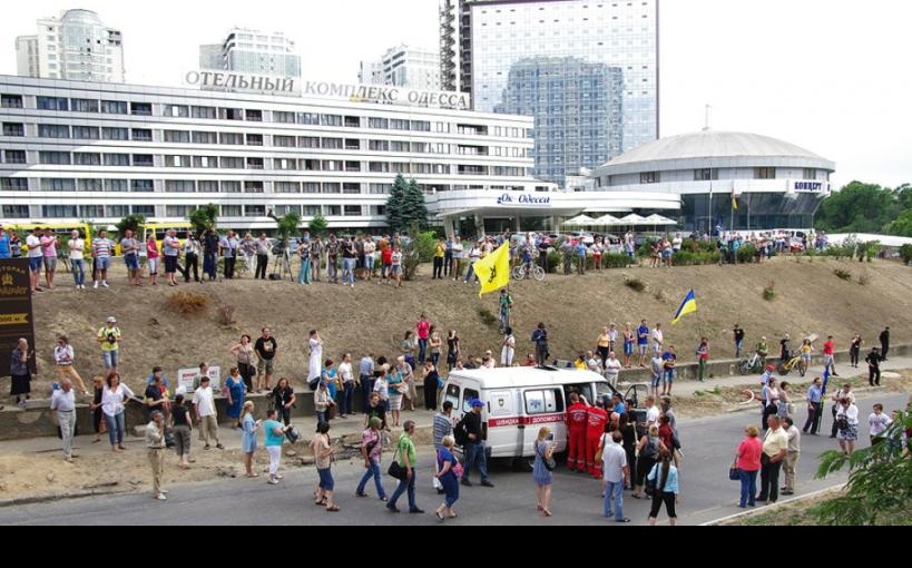 Activistas de la protesta en Odessa en el Consulado de Rusia