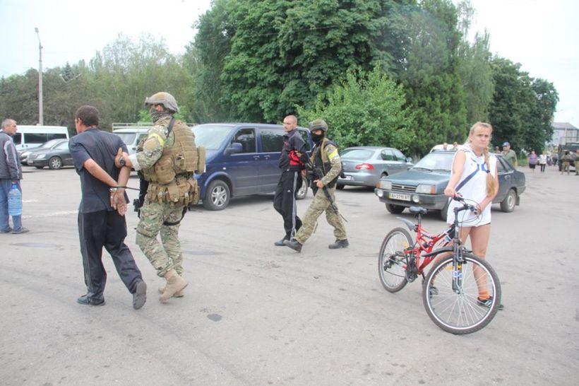 Salchichas_ayuda_humanitaria_rusos2