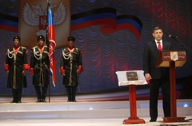 Oleksandr Zakherchenko en su inauguración como Jefe de la República Popular de Donetsk (Reuters / Maxim Zmeyev)