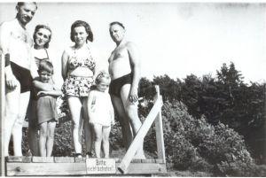 Stepan Bandera con los niños, después de la guerra. El primero de la izquierda - un miembro prominente, Stepan Lenkavskyy.