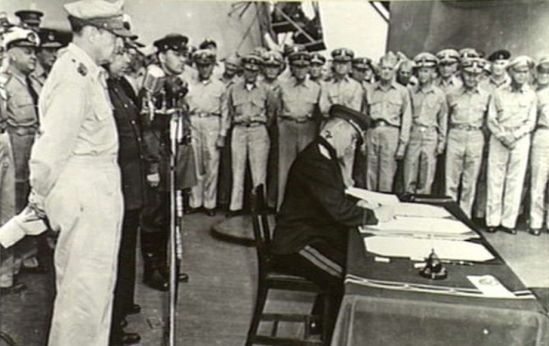 Exactamente a las 09:16 am hora local, en Tokio el 2 de septiembre de 1945, Derevyanko a bordo del USS Missouri en representación de la URSS firmó el Acta de Rendición de Japón.