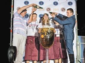 Copa_champan_mas_grande_Ucrania