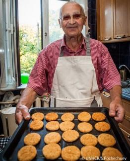 Iván Mykolayovych encontró solo el hospicio y decidió ayudar en la cocina.