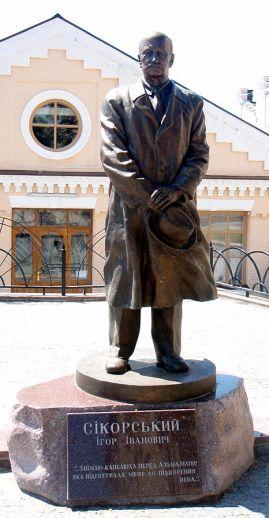 """Monumento Igor Sikorsky en Kiev, en el campus de """"KPI"""""""