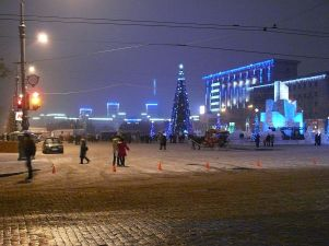 1200px-kharkovdzerghinskysquarenewyearnight