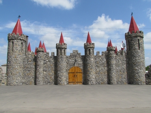 el-castillo-de-piedra-de-cuento-de-hadas-en-akimovka-region-de-zaporozhye-ucrania-2