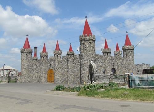 el-castillo-de-piedra-de-cuento-de-hadas-en-akimovka-region-de-zaporozhye-ucrania-3