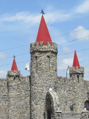 el-castillo-de-piedra-de-cuento-de-hadas-en-akimovka-region-de-zaporozhye-ucrania