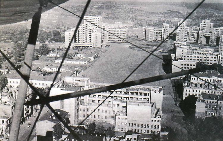 kharkov_dzerzhinsky_square_1943