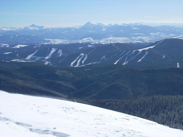 dovbushanka-vista-desde-la-estacion-de-esqui-de-bukovel