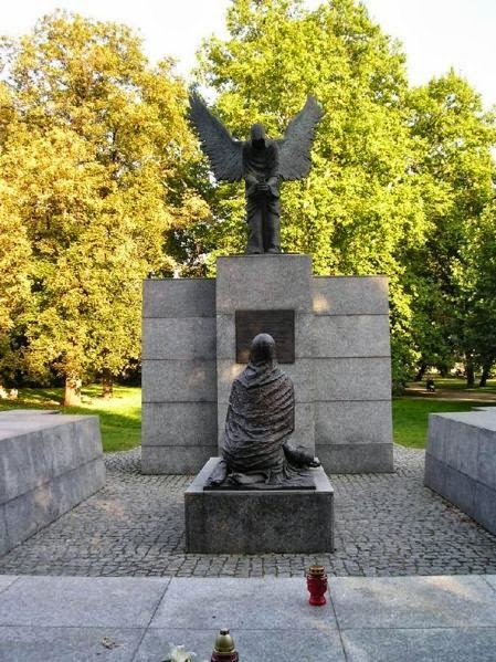 monumento-a-la-matnza-de-katyn-en-wroclaw