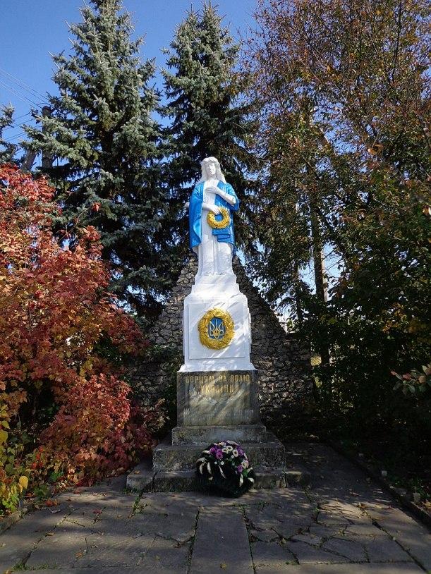 768px-Монумент_«Молода_Україна» _село_Грабовець